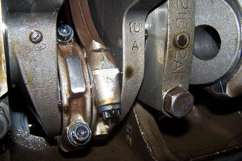 Clearly see 1U A Crankshaft. Notice also the capscrew rod bolts.